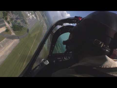 Spitfire in-cockpit and Me 109 Dogfight Biggin Hill 2009 [HD]