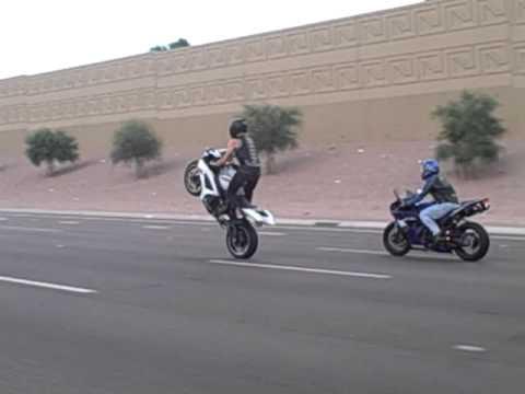 Suzuki GSX-R 600 Freeway Stand Up Wheelie