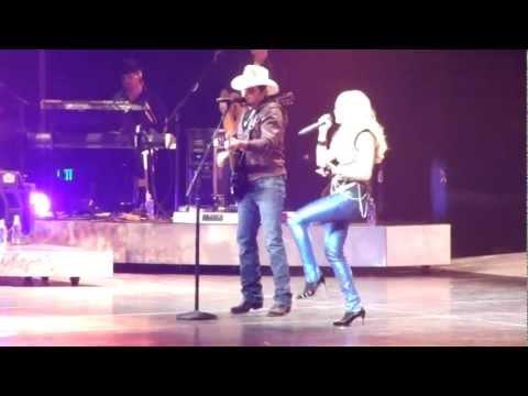 """Remind Me"" - Brad Paisley Surprises Carrie Underwood While Singing - Nashville 9/23/2012"