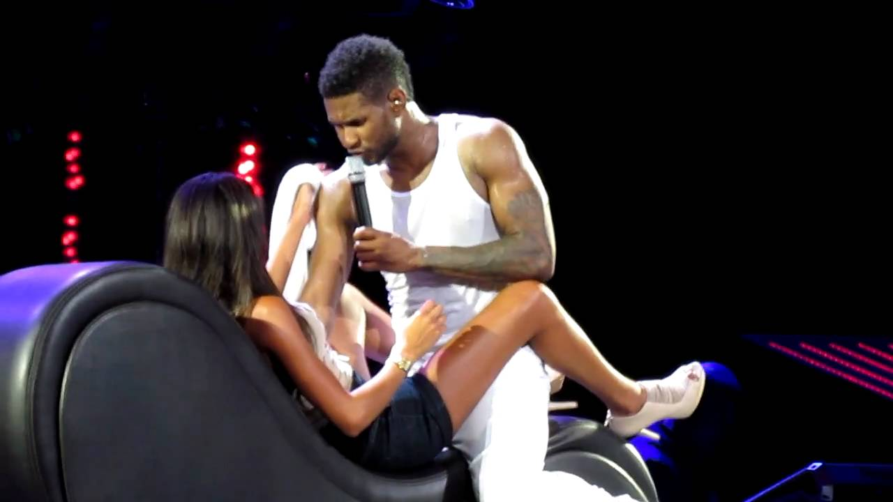 Usher Raymond | Trading Places | Seduces a Fan on Stage | Bank Atlantic Center