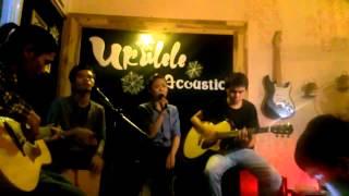 Đừng nhìn lại - Ukulele Acoustic