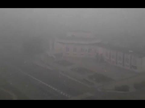 Усть-Илимск накрыт плотной пеленой дыма. Горожане публикуют видео