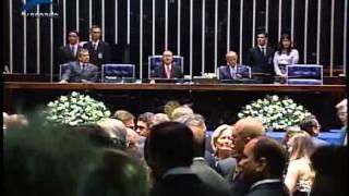 Senador José Sarney chega ao plenário para dar inicio à cerimônia de posse