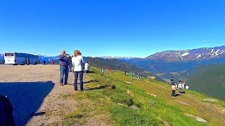 挪威往旺斯內斯渡船口下山 To Vangsnes (Norway)