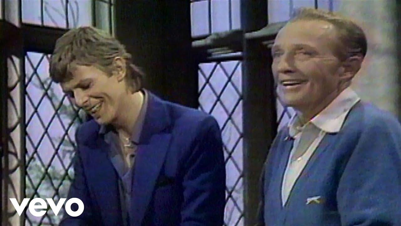 Bing Crosby, David Bowie - The Little Drummer Boy / Peace On Earth Chords - Chordify