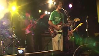 日本のギターロック界を背負ってたつバンドの曲です。
