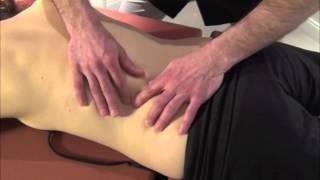 Massage de la région lombaire