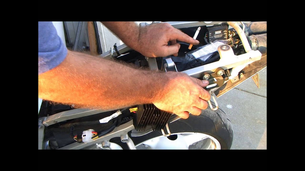 2001 Suzuki GSXR750 Rectifier replacement notes - YouTube