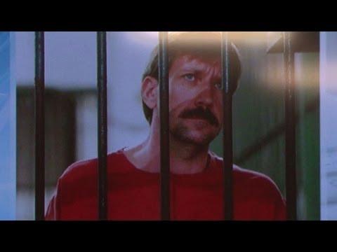 Le Russe Viktor Bout parle à la presse depuis sa prison