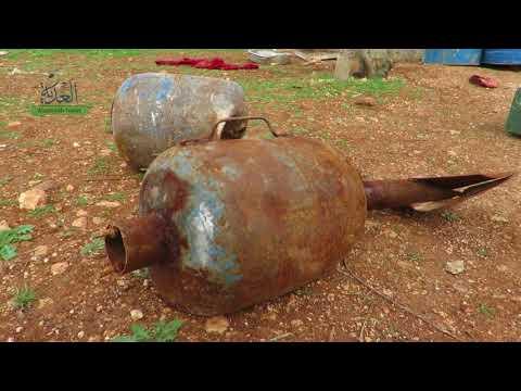 متطوعون يتخلصون من مخلفات القنابل والصواريخ بريف إدلب
