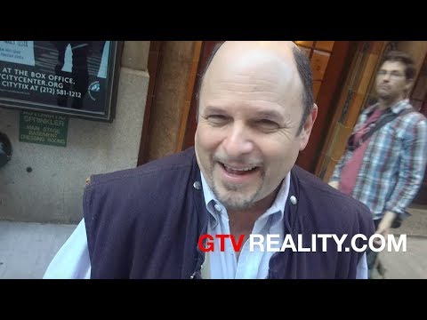 Jason Alexander jokes with autograph sellers