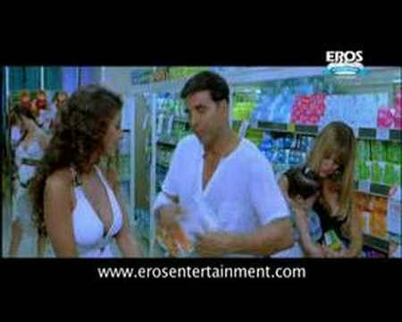 Akshay Wants New Pampers - Heyy Babyy