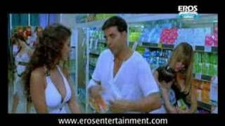 Akshay wants new pampers - Heyy Babyy
