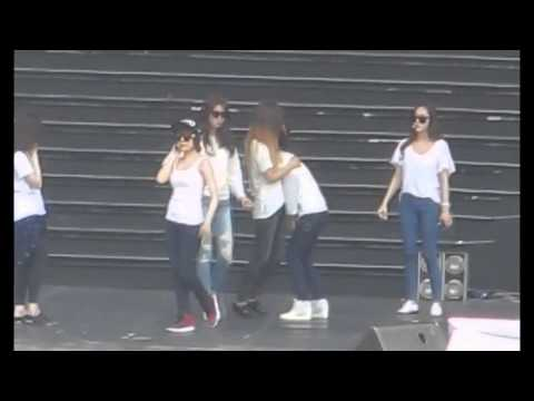 [Taeyeon And Yuri] Laughing At Sunny's Butt Movement