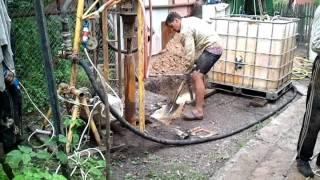 Бурение скважины малогабаритной установкой(Это видео загружено с телефона Android., 2011-07-03T17:56:23.000Z)