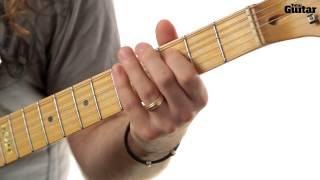 how to play main riff of blackbird