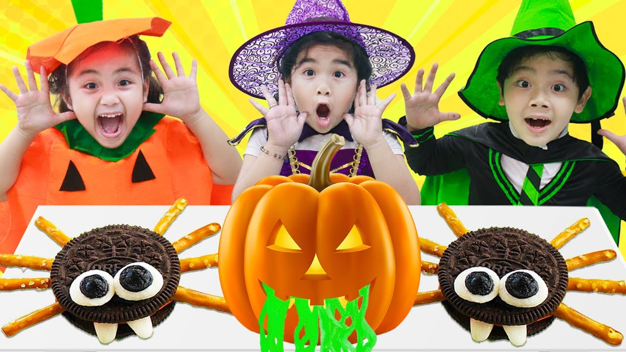 Suri & Annie Pretend Play Halloween Costume Party for Kids