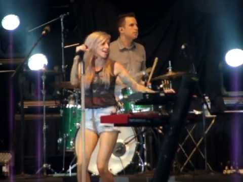 Lights - Timing Is Everything (Live @ Molson Canadian Amphitheatre. Toronto. 7/12/2013)