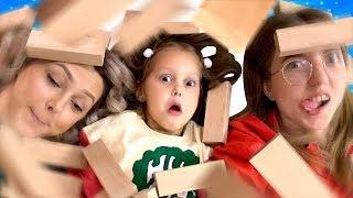 Кто повалил Башню? Няня, Амелька и Мама играют в ДЖЕНГА Гигант! Что пошло не так? Амелька Карамелька