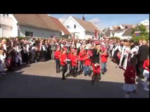 Lillesand skolekorps 2014 17. mai -  Barnetoget i Lillesand