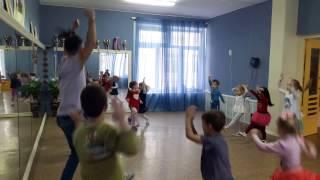 Вика + Урок танцев в детском саду