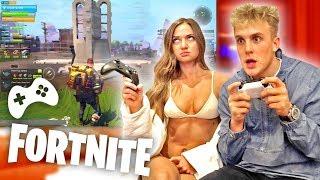 I TAUGHT MY GF HOW TO PLAY FORTNITE IN HER BIKINI?! thumbnail