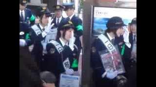 2013年10月14日、新潟駅前にて。 新潟東署の1日警察署長に就任。
