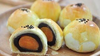 蛋黃酥。Yolk Pastry