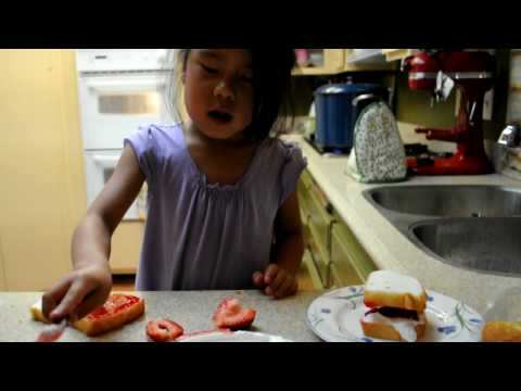 How to make a Strawberry Sandwich