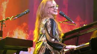 Watch Tori Amos On The Boundary video