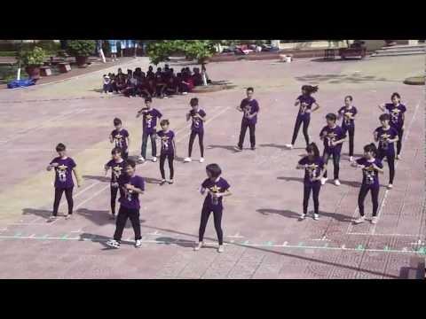 Dân vũ Chicken Dance 11B5 - TNH