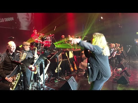 Zalatnay Cini frenetikus koncertje az Erkel Szinházban, a színfalak mögül! / elso resz