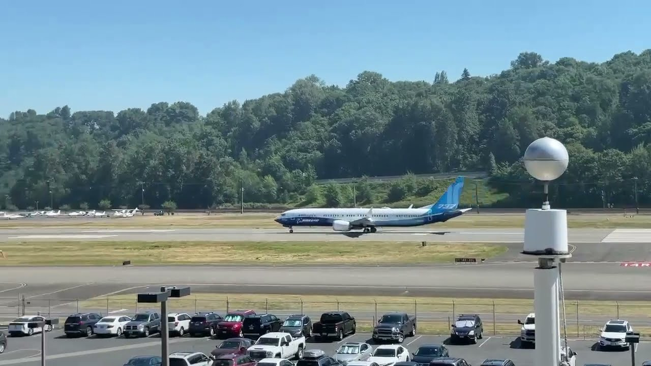 There's a Boeing 737 Max 10?!? (Takeoff)
