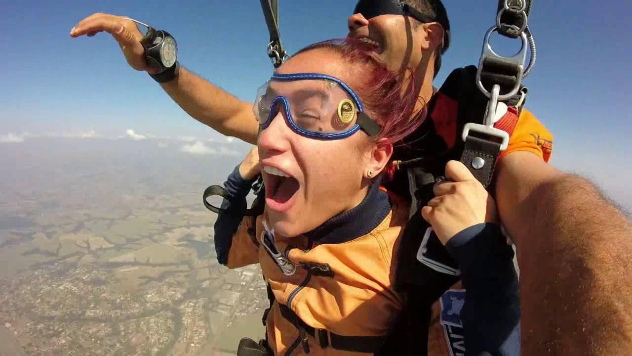 Salto de Paraqueda da Lilian S na Queda Livre Paraquedismo 30 07 2016
