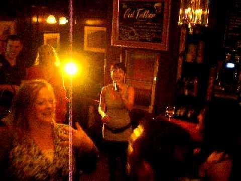 "MINT KARAOKE 29/09/11 ""Lady Marmalade"" Laura"