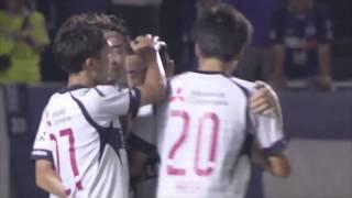阿部 拓馬(FC東京)が左から供給されたボールを頭で流し込み、先制点を...