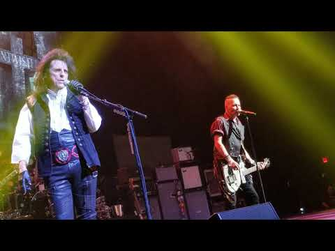 Hollywood Vampires - live (new song) 2018
