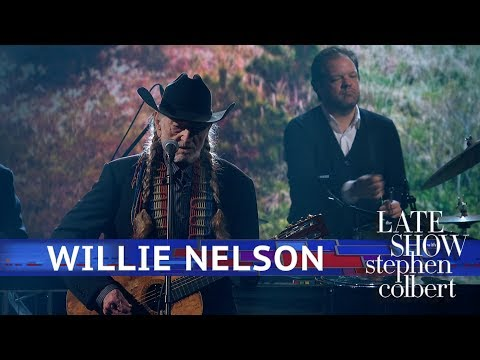 Willie Nelson Performs 'Summer Wind'
