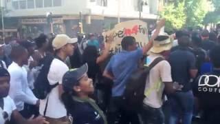 Протест студентов в ЮАР - Октябрь 2016(Товарищи из ЮАР прислали нам эксклюзивные видео с протестами студентов в Йоханнесбурге, которая длится..., 2016-10-12T15:01:30.000Z)