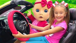 Sasha y Baby cantan una canción Estamos en El Auto