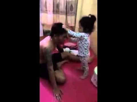 Bố dạy con trả thù bạn khi bị đánh