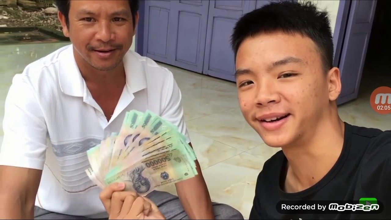 Cảm động Thiệu Nhất Nguyên nhận tiền đứa bố giử