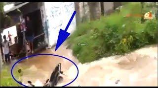 Video Amatir Bocah Keseret Motor Saat Banjir di Bekasi