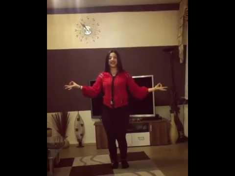 Tu Cheez bari hai Mast Remix Song 2017 girl dancing at home
