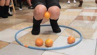 Minute to Win It: Knee Trembler (2 vs. 2)
