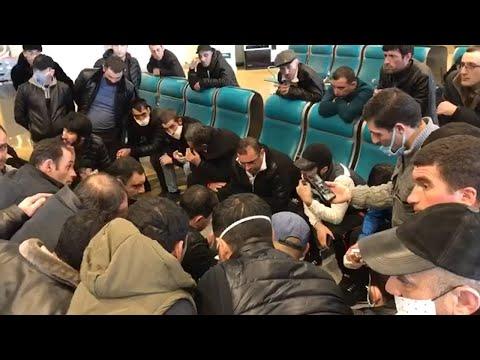 Граждане Армении собрались в московском аэропорту