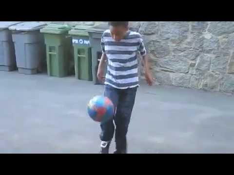 11 Year Old Soccer Freestyler (AWESOME)