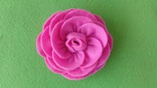 Mawar lagi, lagi. memang menyenangkan sih membuat apalagi dari kain flanel dan cara membuatnya juga gampang gak ribet-ribet amat hasilnya lum...