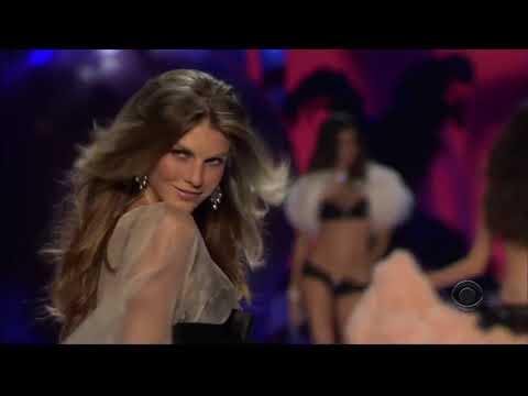 Victoria's Secret Fashion Show-Angela Lindvall All Walks