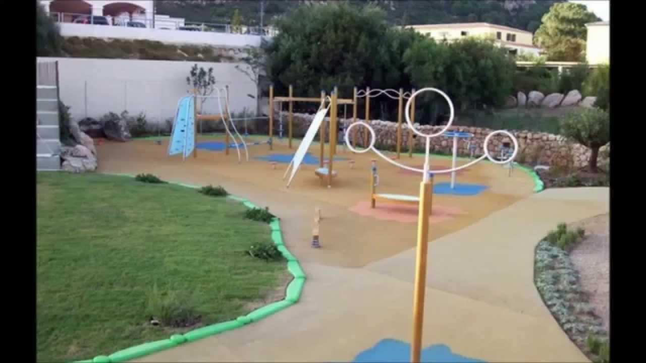 Columpios toboganes y pavimentos para que jueguen los for Ideas para parques y jardines